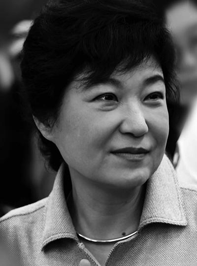 45岁重返韩国政坛,誓言打破韩国政坛的男人统治