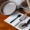 Магия кухни (Magic кухни) 9-дюймовый пиццы кастрюлю пиццы выпечки плесени набор инструментов бытовой масляный поддон для пиццы Щетка МК-TZ005