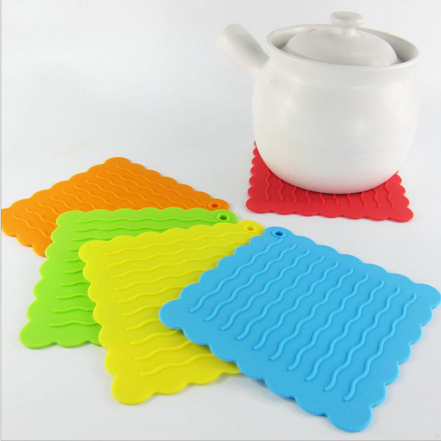 BearPaw Другая выпечка pot print striped placemat