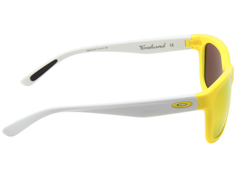 a frame oakley lenses  performance of three-point