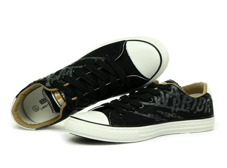 印染花纹帆布鞋