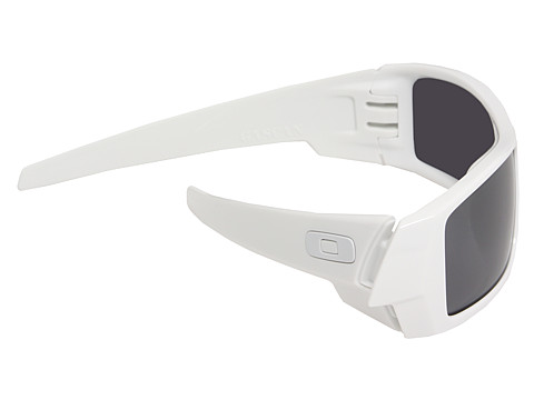 a frame oakley lenses  lenses are cut from