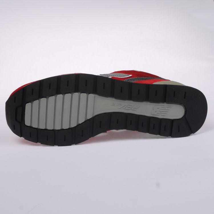 NB灰色运动鞋