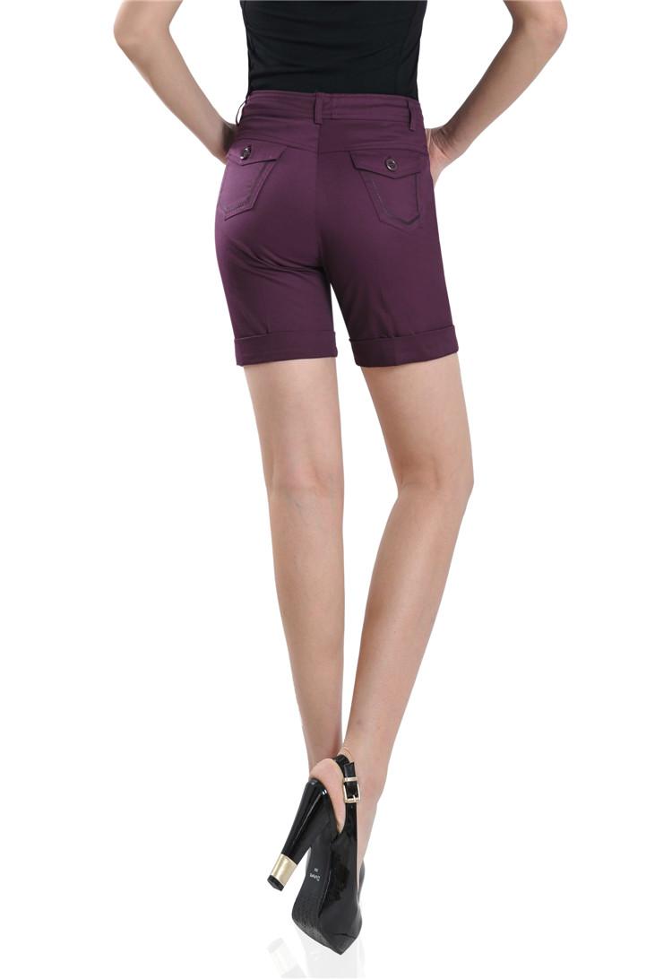 咖啡色短裤