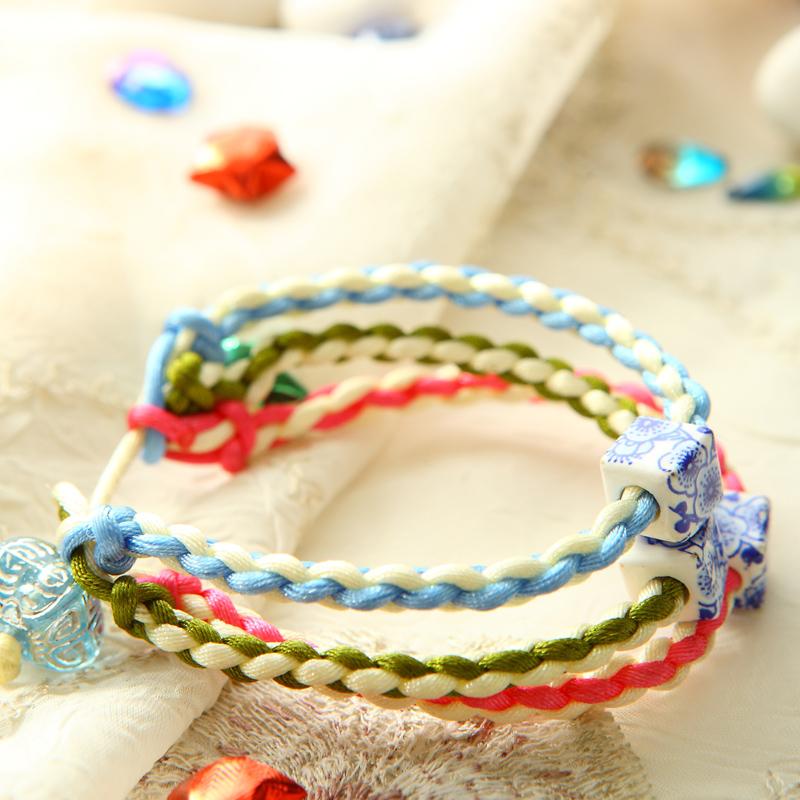 66        绳编是一种古老的编织艺术,用非常简单的编法,配以各种五彩
