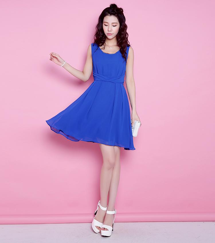 蓝色雪纺连衣裙纯色