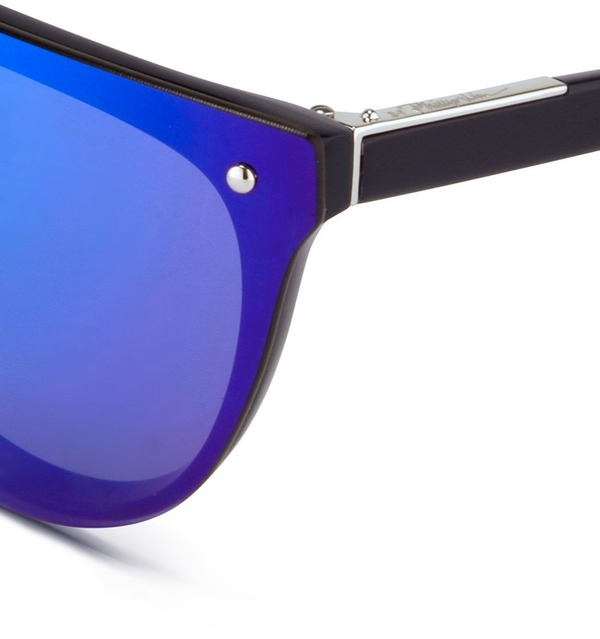 blue mirrored ray ban aviators  with mirrored