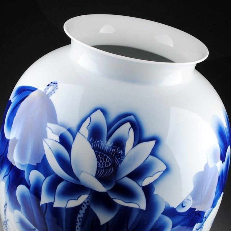 景德镇陶瓷器 手绘釉下彩荷花鱼青花瓷花瓶 名家大师作品证书收藏 01
