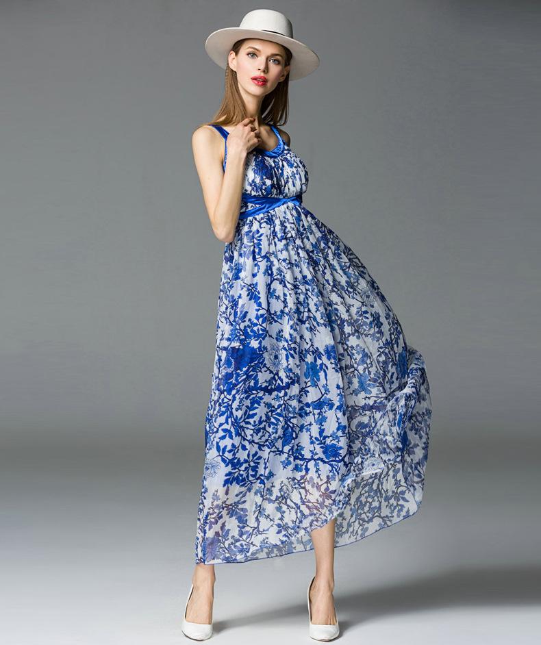 蓝色短袖雪纺连衣裙