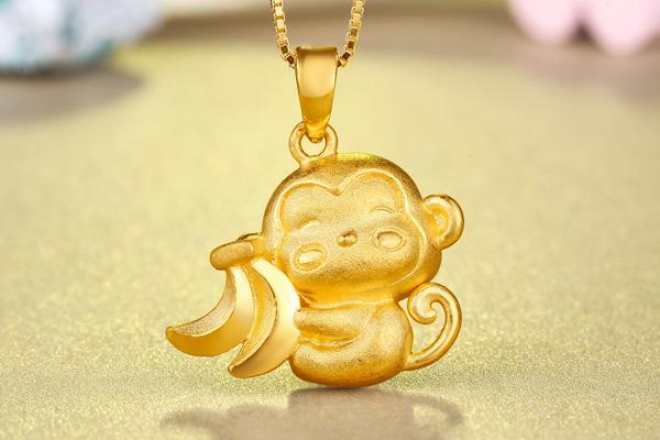 黄金猴子囹�a_东祥猴年新品黄金吊坠女款 足金生肖猴吊坠 可爱香蕉黄金猴子 足金约3