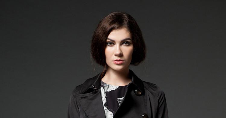 春装新款女装时尚三角装饰连衣裙 黑色 f  商品名称:高端品质裙式风衣