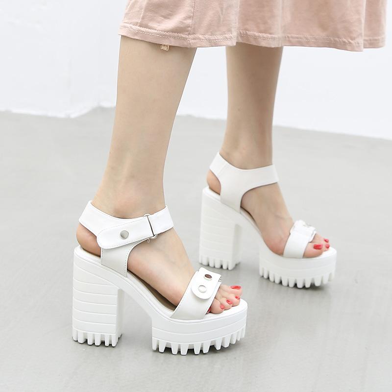 铆钉高跟凉鞋防水台