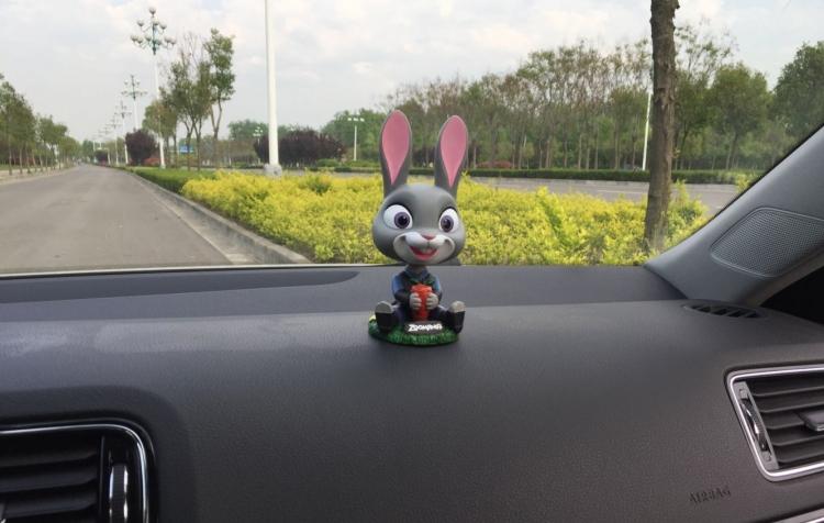 腾彩疯狂动物城可爱兔朱迪汽车摆件摇头公仔车内玩偶