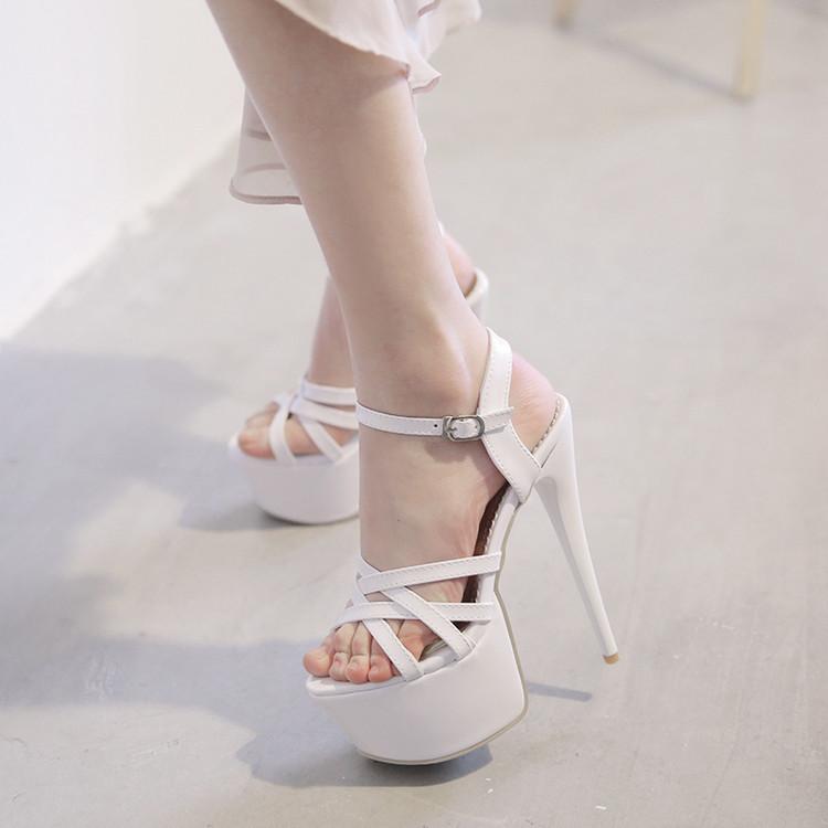 性感凉鞋-奥乐奇的女模特
