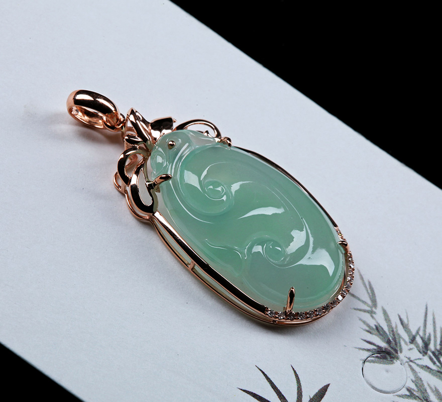 誉满堂珠宝 18k金镶嵌钻石豆绿色翡翠如意吊坠 4.41克