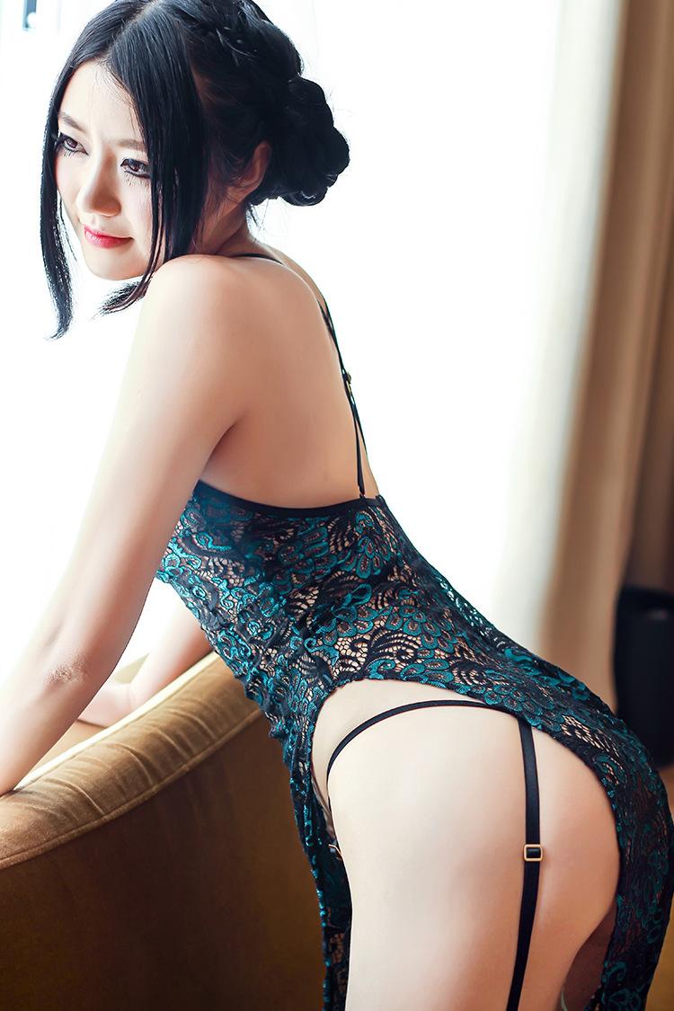 美女旗袍开叉到腰图片