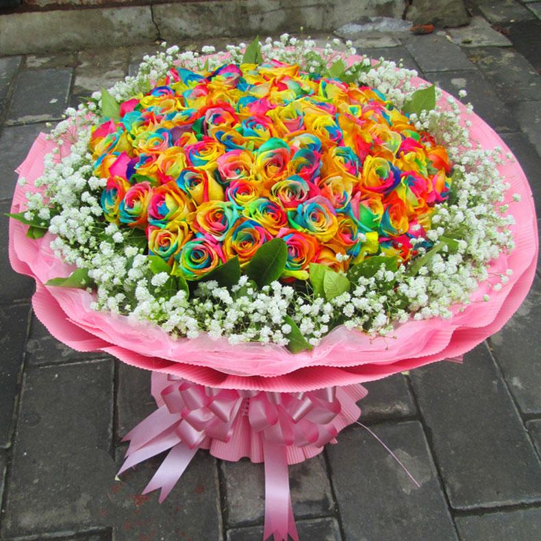 花 名 给你幸福 花 材 精选99朵进口七彩玫瑰 包 装 英文报纸内村,白