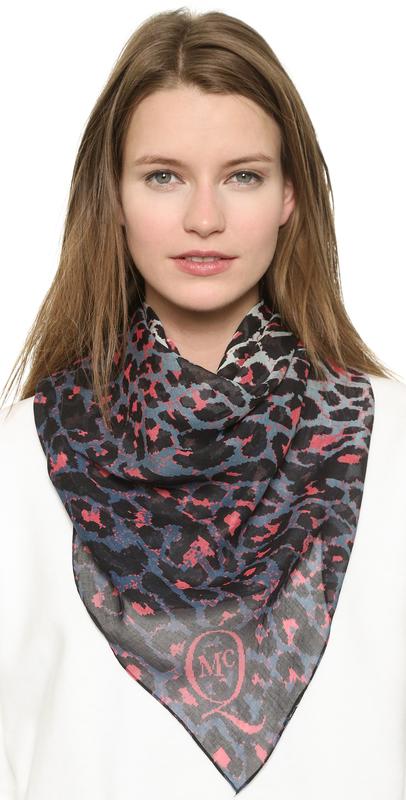 手绘现代美女围巾