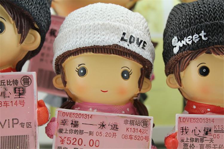 爱情火车票储蓄罐 树脂情侣娃娃存钱罐 大中小三个规格七夕情人节礼物