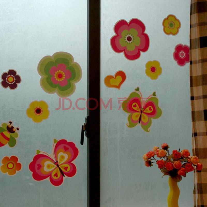 什么是墙贴: 墙贴是由设计师创意并会同工艺师制作而成的,具有工艺审美与个性风格的潮流化产品。它能最方便快捷地改变墙面风格与气氛,使环境变得生动丰富,更有修饰美化的作用。它是相对最经济的提升环境档次及家居品位的方法,您只需要动手贴在墙上,玻璃或瓷砖上即可,打理容易,可以用水清洗。自从央视的《交换空间》有一期里使用了DIY个性墙贴后,越来越多的消费者爱上了这种个性装饰方式。这种给人们生活带来了很多方便和快乐的产品,时下已成为家居DIY流行风向标。 墙贴的特点: 墙贴是一种墙之时装,自己轻松搞定墙面修饰,