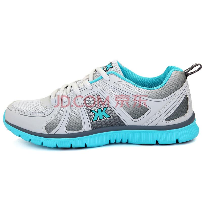 透气网面运动鞋