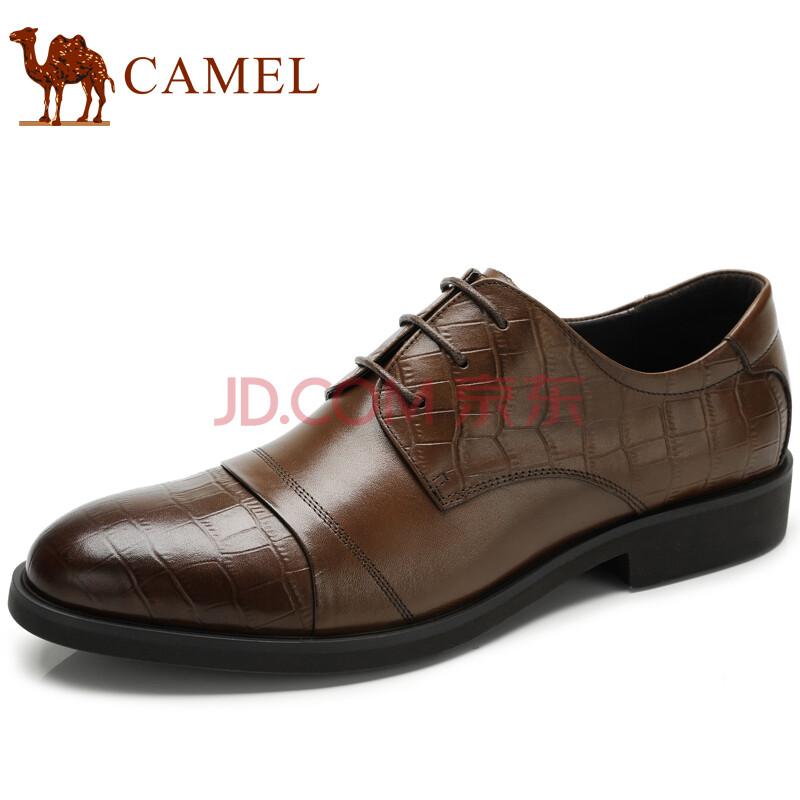黑西服配棕色皮鞋
