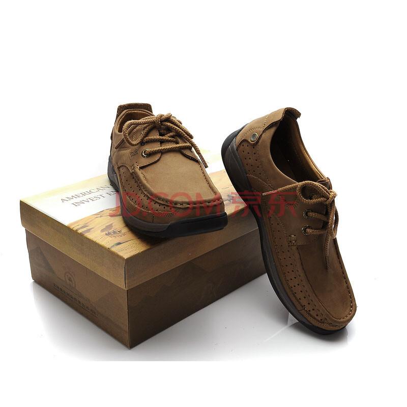 卡其裤子配棕色鞋子