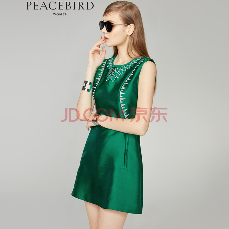 http://img.faxingw.cn/201503/xl3.jpg_太平鸟女装2015秋装新品绣花连衣裙 a2fa43223 绿色 xl