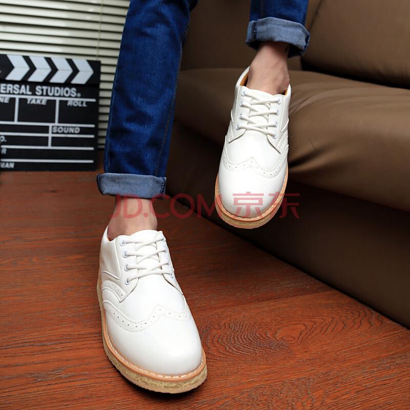 男生伪手绘白色布鞋图案