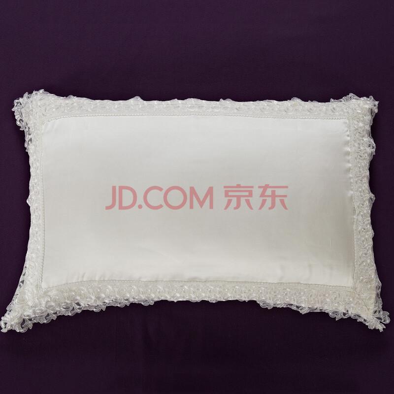 白色花纹枕头贴图