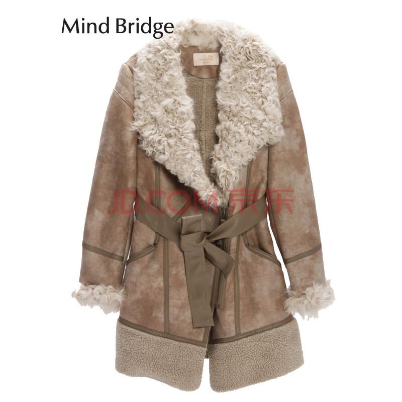 米色麂皮外套搭配