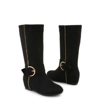 女高中生黑色帆布鞋
