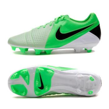 耐克绿色足球鞋