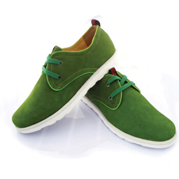 男人穿绿色鞋子
