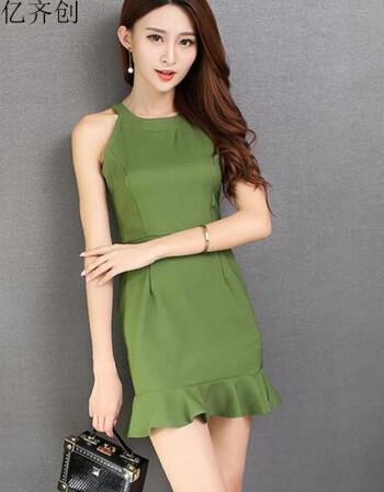 绿色高腰连衣裙