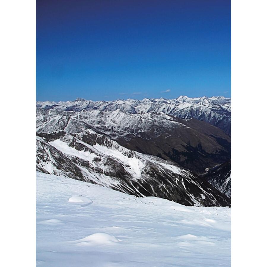 黑白手绘简单雪山