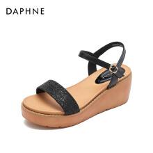 达芙妮/Daphne圆头中空一字带坡跟凉鞋舒适后空厚底凉鞋