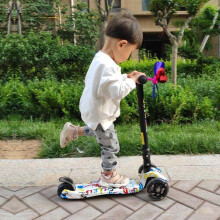 京东超市运动伙伴 儿童滑板车2-3-6-12岁宝宝四轮滑滑车闪光三轮折叠小孩踏板车滑行脚踏车 时尚涂鸦