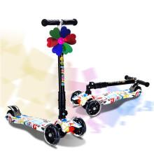 运动伙伴 滑板车儿童四轮闪光PU轮2-3-6-12岁可折叠升降踏板车宝宝扭扭车滑步车平衡车滑滑车 时尚涂鸦
