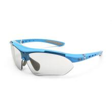 拓步TSR818高清变色偏光运动眼镜 男女骑行装备跑步眼镜登山户外眼镜 开车司机驾驶镜防尘防风沙太阳镜 黑红 天空蓝