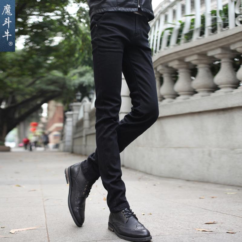 家认男性穿黑色牛仔裤好看,还是蓝色的好看