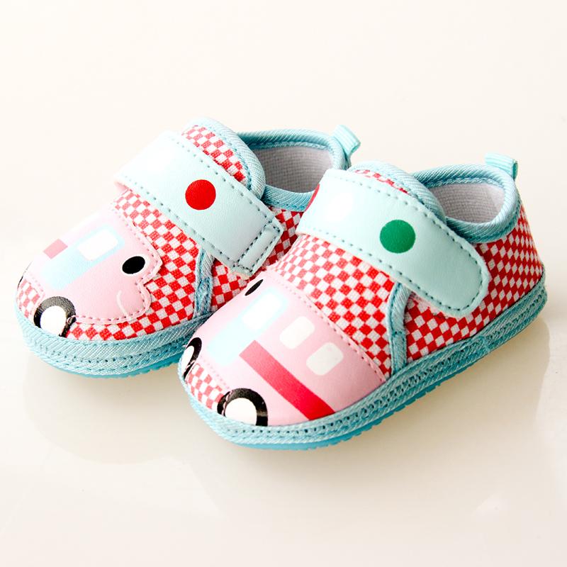 手工编织婴儿汽车鞋