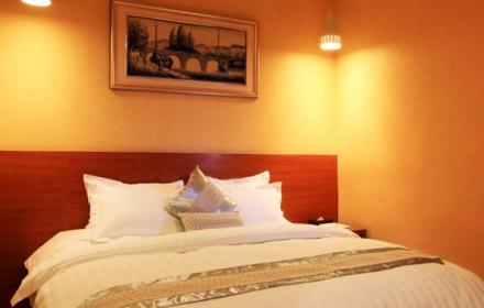 酒店邻近广州长隆欢乐世界,香江野生动物园等,环境幽雅,空气清新,交通