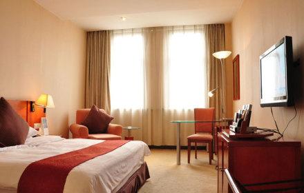 酒店位于苏州高新区浒墅关工业园浒杨路服务中心内