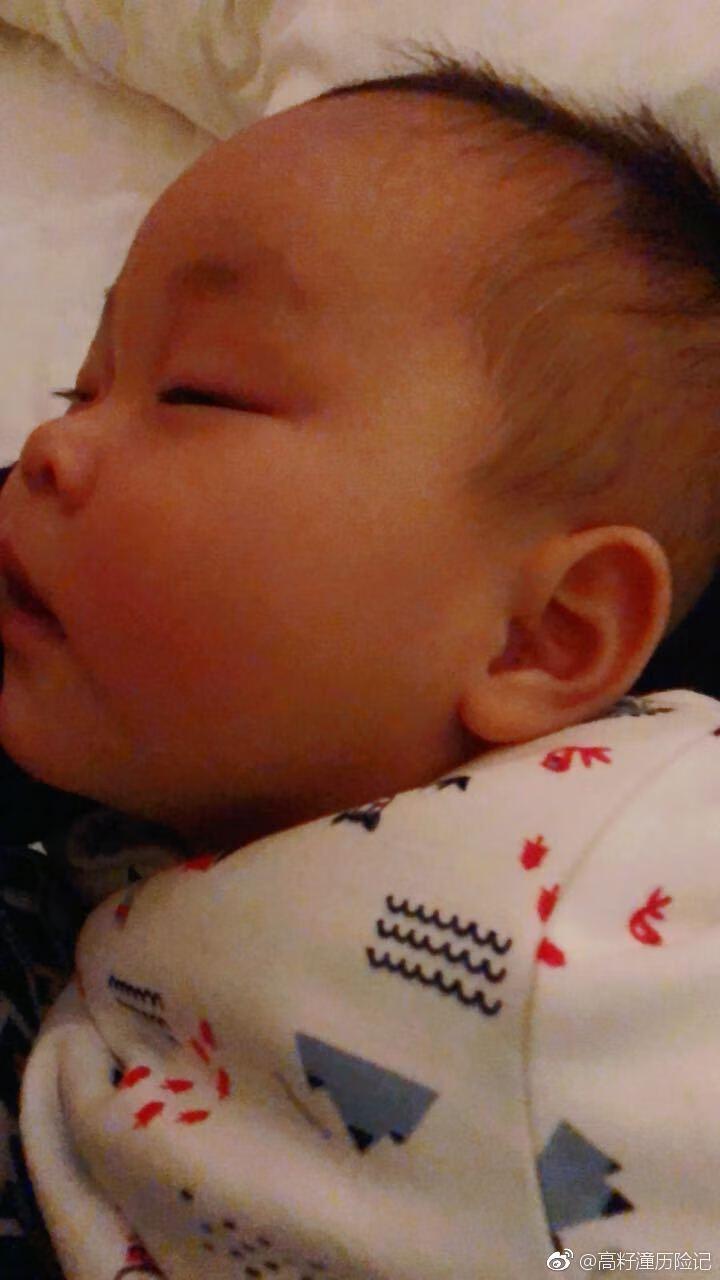 寶寶的一月睡二月哭三月攢肚,寶媽們