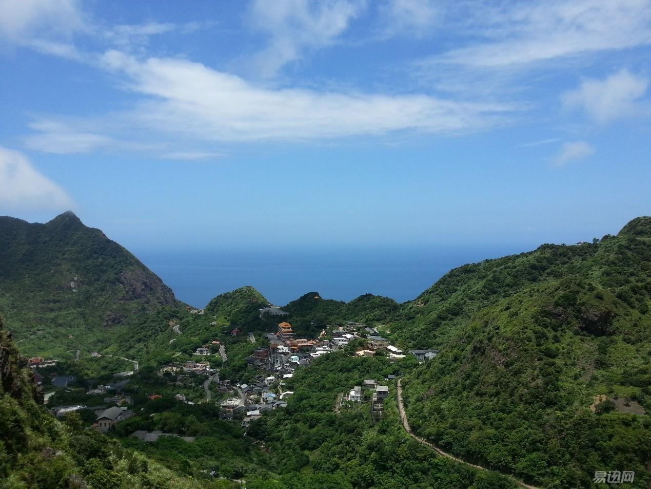 山下山腰山顶的风景各不相同,站得高望的远,风景尽收眼底,漂亮.