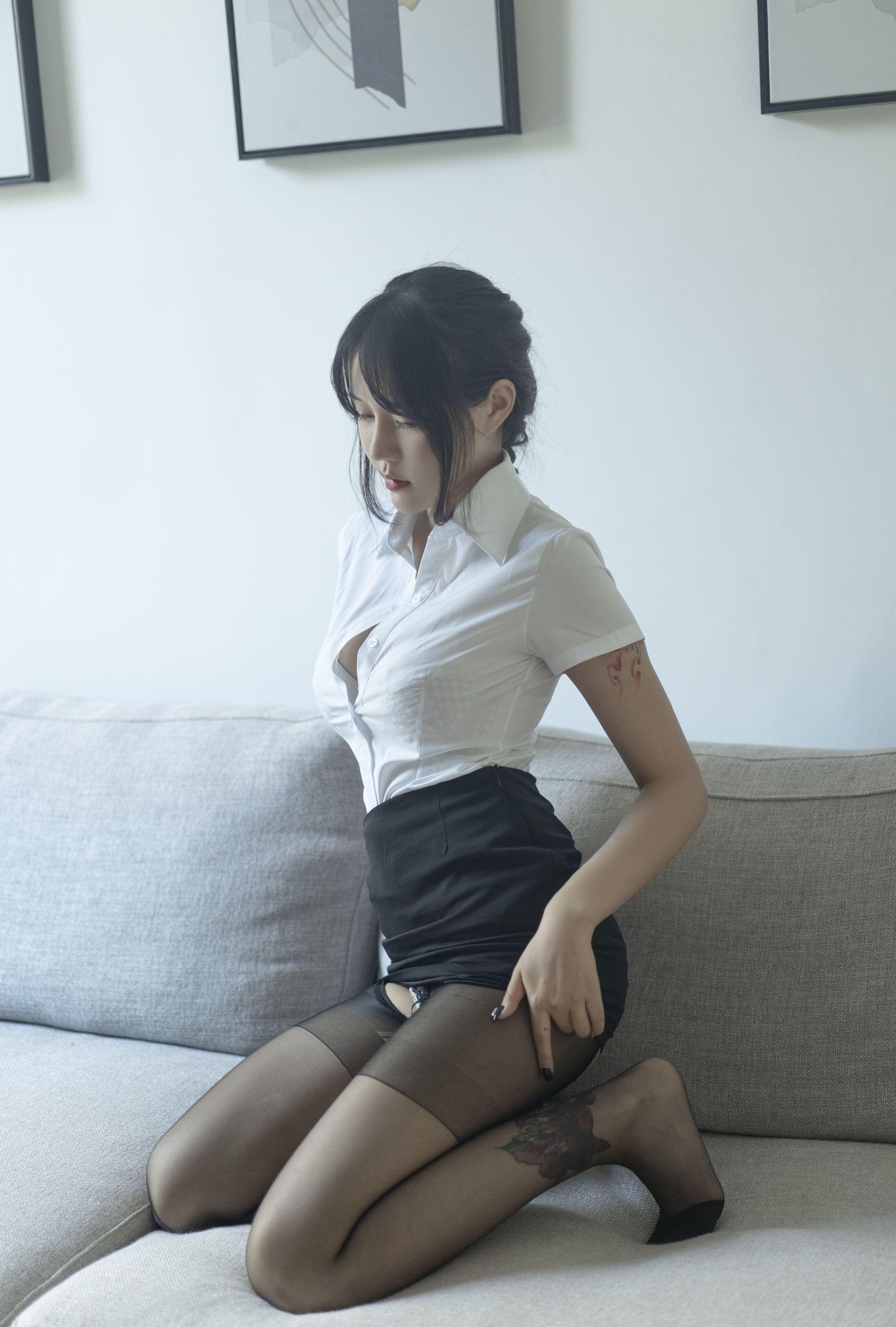 【写真】网红汐 – 妹子制服 【40P/71MB】插图