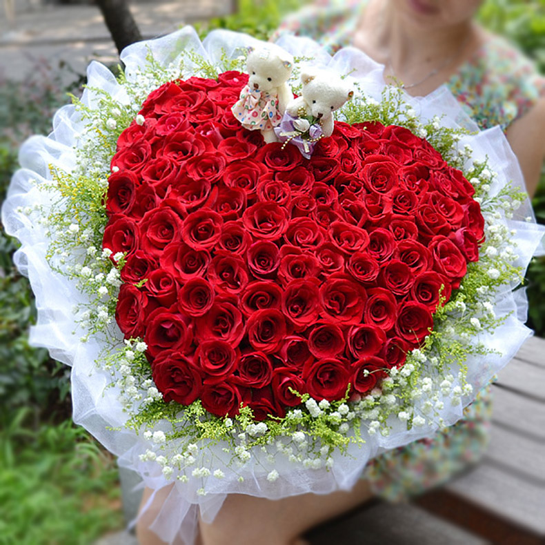 �2;��胒�'��_款式二:99朵红玫瑰+2只公仔