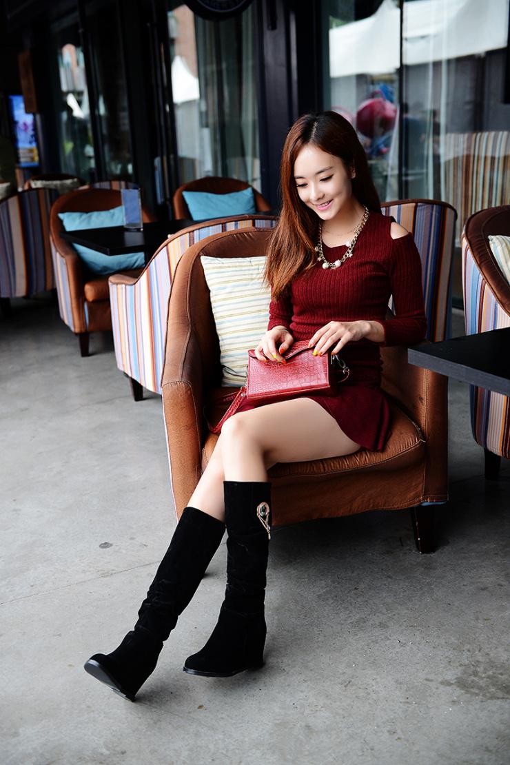 长皮靴女士_美女穿皮靴图片展示_美女穿皮靴相关图片下载