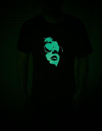 情侣装素材癹n??.?_3m反光短袖t恤男潮流情侣装定制夜光抖音半袖led发光衣服ins超火 人物